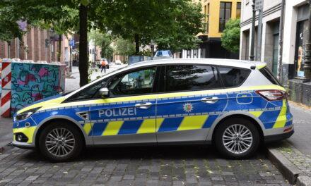 Altstadt — Polizeieinsatz gegen jugendliche Randalierer