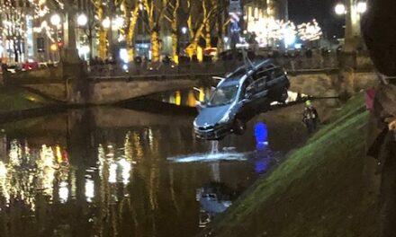 Auto landete Silvesternachmittag im Kö Graben