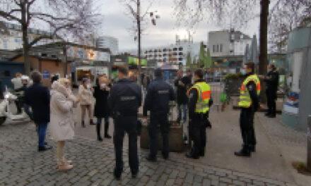 Verstöße gegen die Coronaschutzverordnung  auf dem Carlsplatz