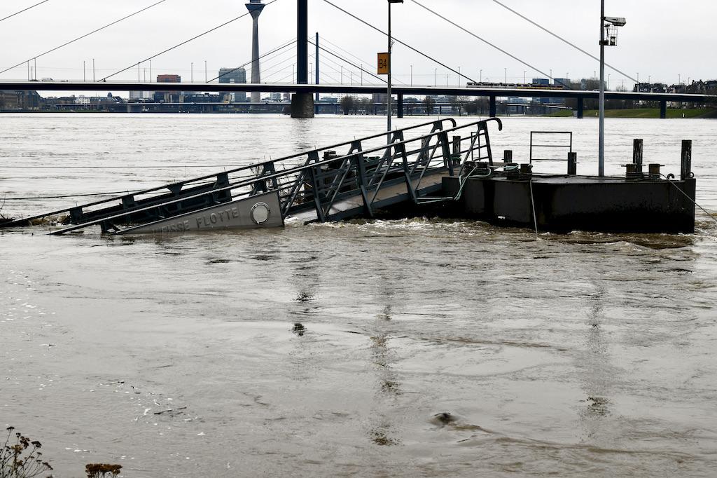 Dieser Anleger ist bereits im Wasser versunken Foto: LOALBÜRO