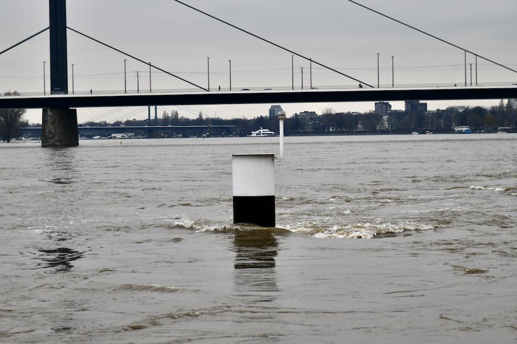 Nur noch wenige Cetimeter rang dieser Teil des Steiger noch aus dem Wasser Foto: LOAKLBÜRO