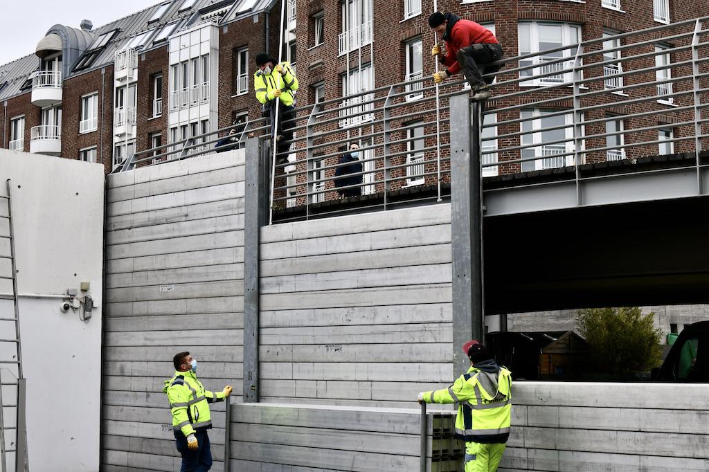 Zum Alten Hafen wird eine Schutzwand aufgebaut Foto: LOKALBÜRO