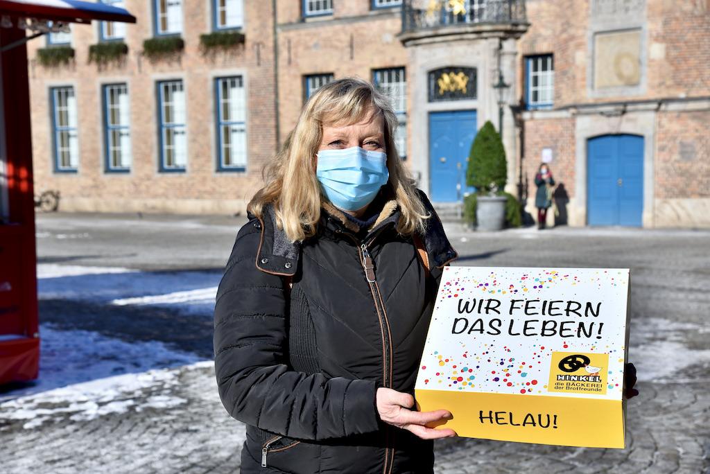 Barbara will ihren Nachbarn Stimmung nach Hause bringen Foto: LOKALBÜRO