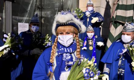 Prinzengarde Blau Weiss verteilt 1.111 Strüßje