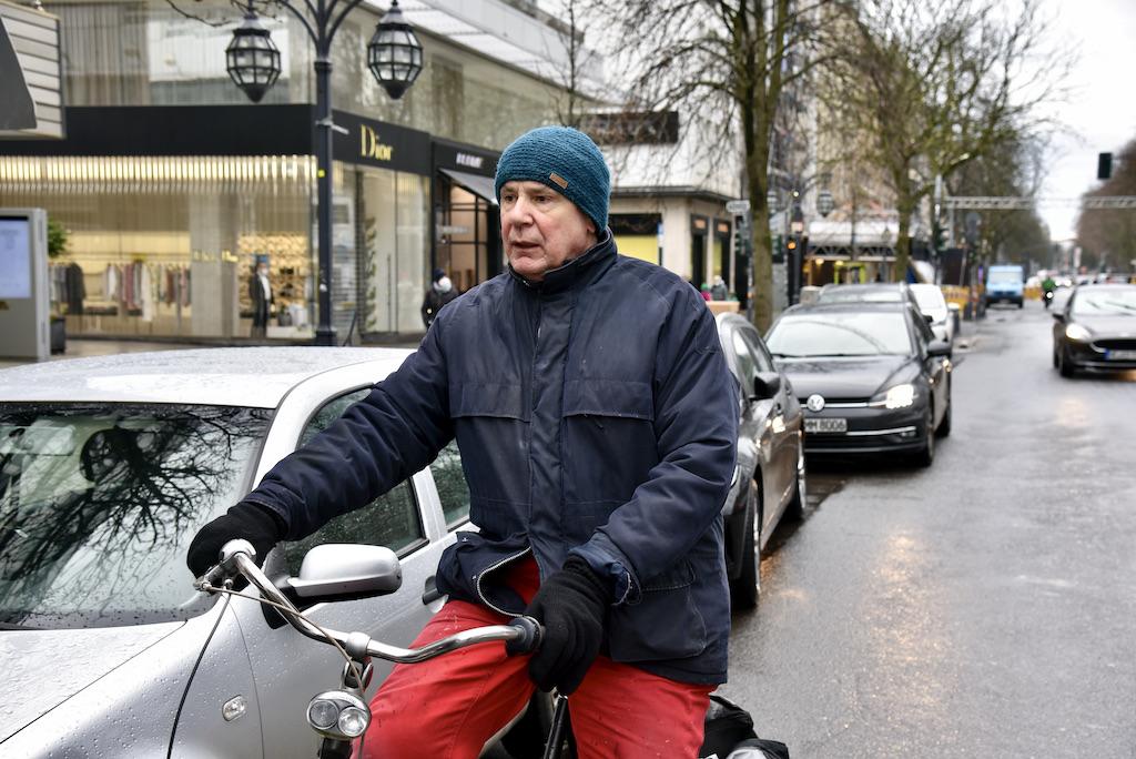 Jques Tilly mit dem Rad unterwegs Foto: LOKALBÜRO