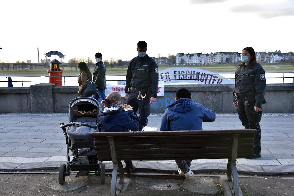 Ordnungsamt kontrolierte an der Rheinpromenade Foto: LOKALBÜRO