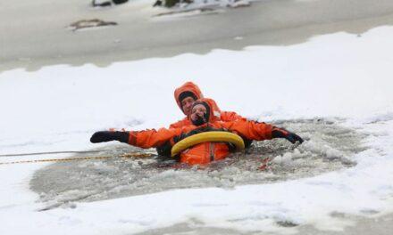 Mann in Eis eingebrochen