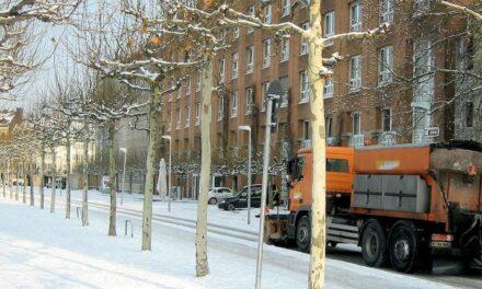 Stadt weist auf Räumpflichten der Anlieger auf Gehwegen hin