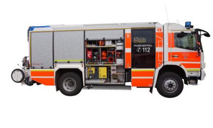Blitzeinschlag auf dem Baumberger Weg führte zu einem umfangreichen Rettungsdiensteinsatz in Urdenbach