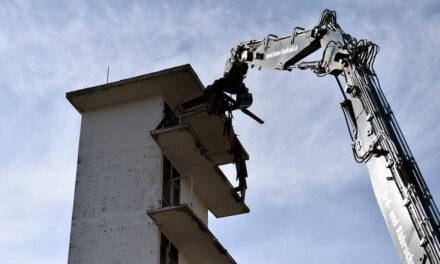 Feuerwache 2: Der alte Schlauchturm an der Quirinstraße wird abgerissen