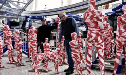It is like it is – Stummer Protest vor dem Riesenrad