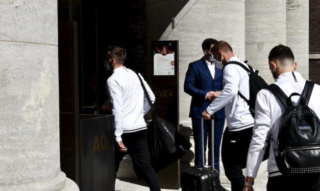 Nordmazedonische Fußballnationalmannschaft in Düsseldorf angekommen