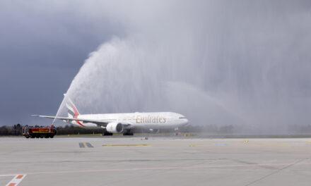 Fluggesellschaft Emirates feiert Streckenjubiläum am Düsseldorfer Flughafen