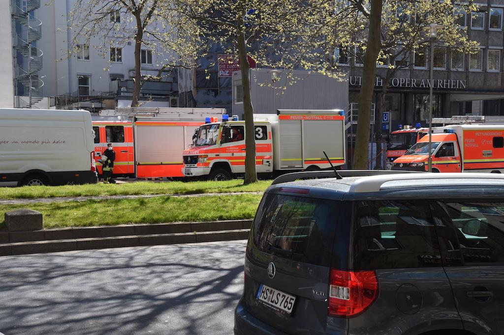 Rettungswagen auf der Heinrich-Heine-Allee Foto: Lokalbüro