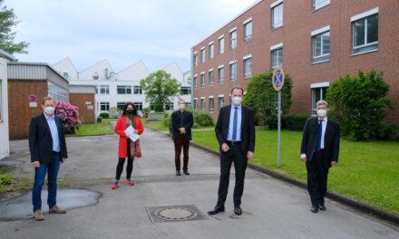 OB Dr. Stephan Keller und Planungsdezernentin Cornelia Zuschke in der Max Planck Innovationsschmiede