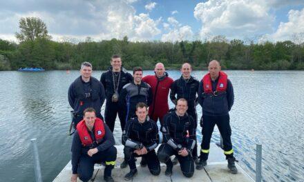 Sechs neue Feuerwehrtaucher und zwei neue Feuerwehrlehrtaucher im Einsatz für Düsseldorf