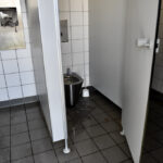 Toilettenanlage an der Burgplatztreppe gleicht einem Freibad