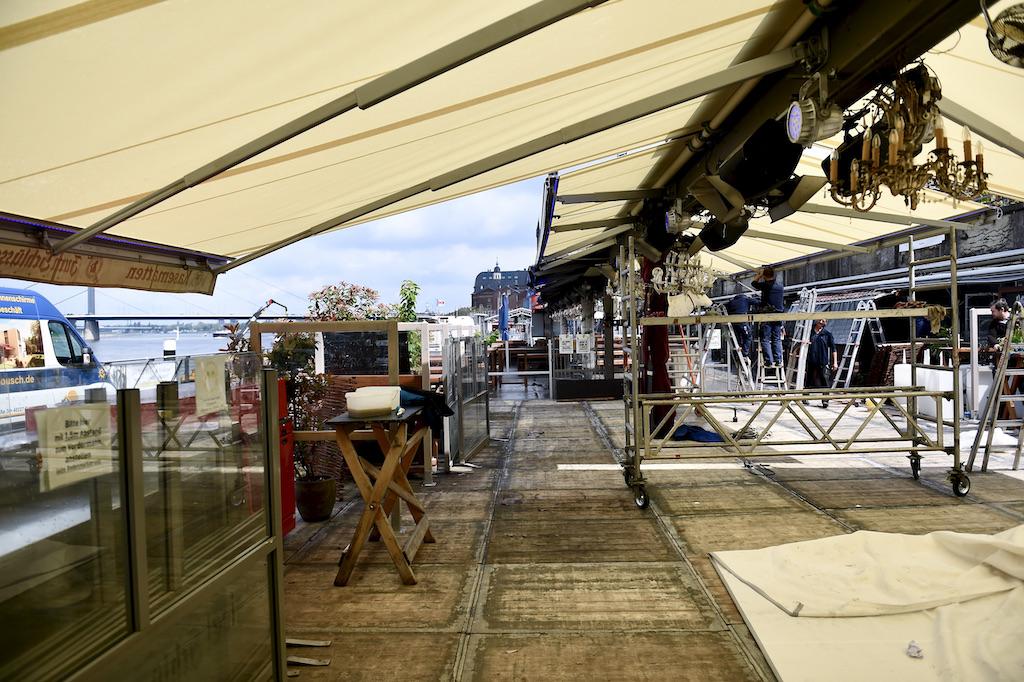 Aufbau der Außengastronomie an den Kasematten Foto: LOKALBÜRO