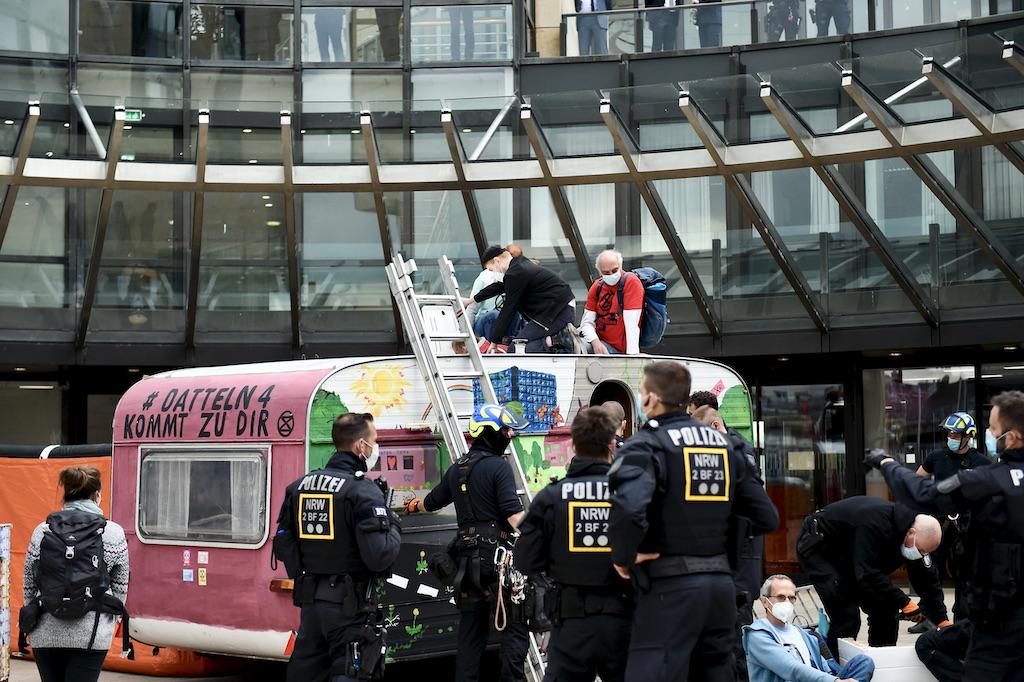 Gegen Abend wurd durch die Polizei geräumt Foto: LOKALBÜRO