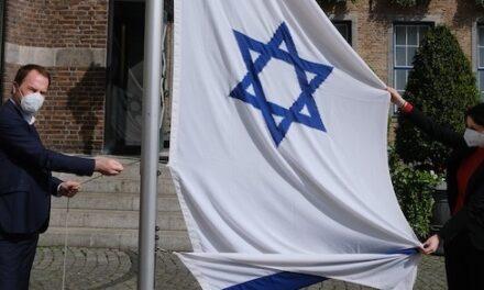 Brandanschlag auf Israel-Fahne am Düsseldorfer Rathaus