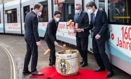 """""""Rollende Ausstellung"""" macht auf 160 Jahre Kooperation mit Japan aufmerksam"""