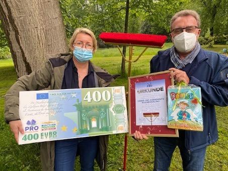 Angelika Scheffler vom Jugend- und Kinder-Hospiz Regenbogenland, Dr. Klaus Vorgang Foto: Pro Düsseldorf