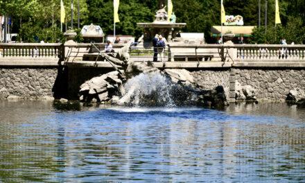 Der Tritonenbrunnen sprudelt wieder