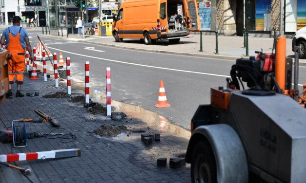 Steckpoller für die Hotelvorfahrt vor dem Breidenbacher Hof
