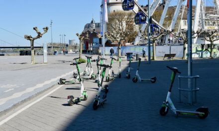 Testweise neue Regeln für E‑Scooter-Nutzung an der Rheinuferpromenade