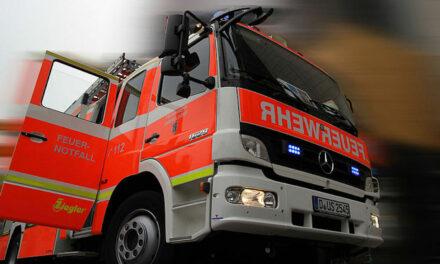 Feuer durch ein brennendes Kraftfahrzeug in einer Tiefgarage in Hassels