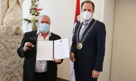Ladislav Ceki mit Verdienstplakette der Landeshauptstadt Düsseldorf ausgezeichnet