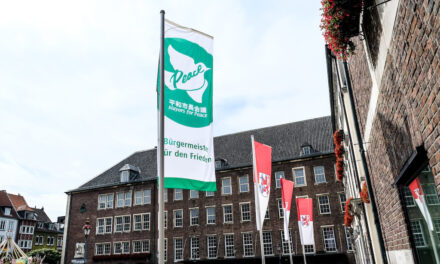 Bürgermeister für den Frieden: Düsseldorf zeigt Flagge gegen Atomwaffen