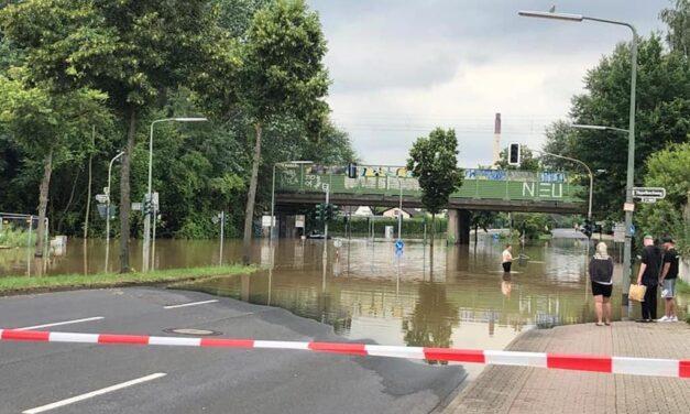 Düssel-Hochwasser überflutet Ostpark-Siedlung: Hilfsprogramm der Stadt läuft auf Hochtouren