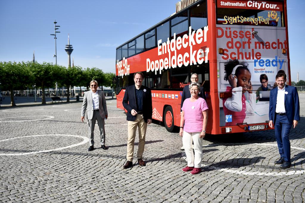 Dr.-Ing. Heinrich Labbert (IPM), Oberbürgermeister Dr. Stephan Keller, Frank Schrader (Düsseldorf Marketing), Dagmar Wandt (Amt für Schule und Bildung) und Stadtdirektor Burkhard Hintzsche Foto: LOKALBÜRO