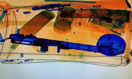Maschinenpistole als Gastgeschenk vom Düsseldorfer Zoll sichergestellt