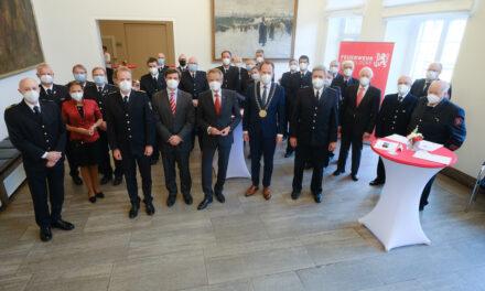 24 freiwillige Feuerwehrleute im Rathaus ausgezeichnet