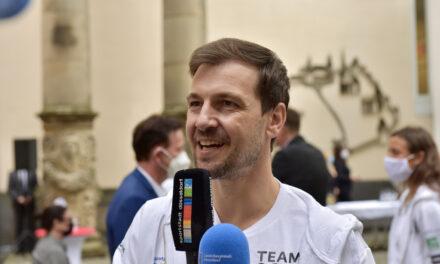 Timo Boll hat mit seiner Mannschaft bei den Sommerspielen in Tokio die Silbermedaille gewonnen