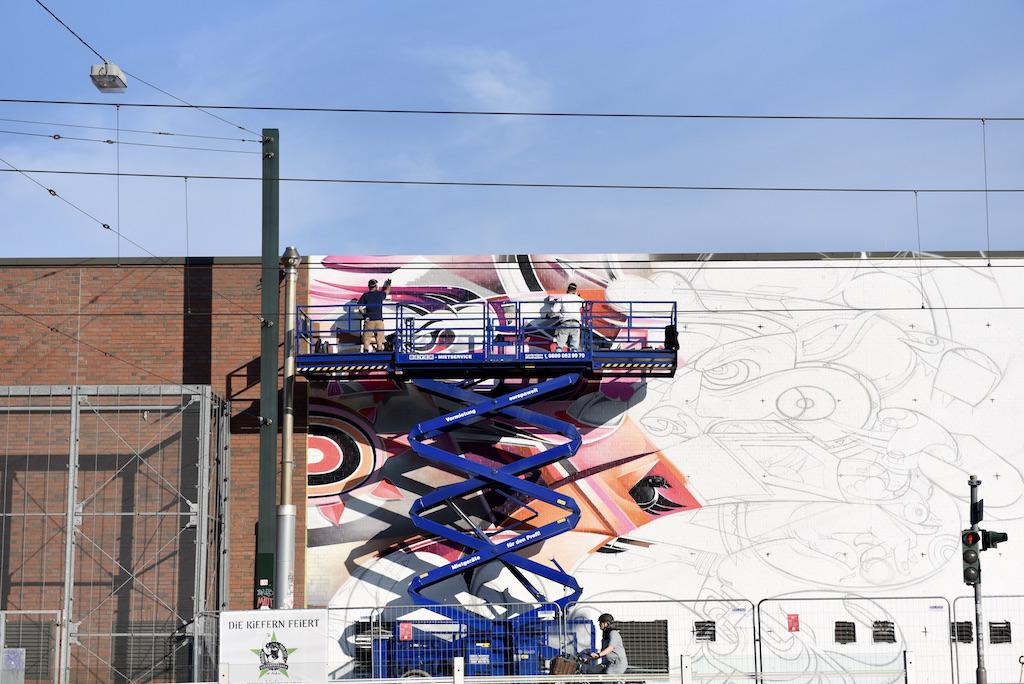 Graffiti Bild am B 8 Center Foto: LOKALBÜRO