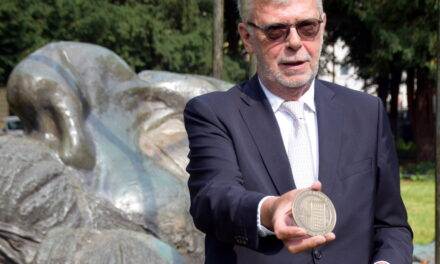 Peter Schwabe wird neuer Preisträger der Jakob-Faasen-Plakette