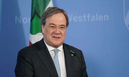 Ministerpräsident Armin Laschet verleiht den Verdienstorden des Landes Nordrhein-Westfalen an 13 Bürgerinnen und Bürger
