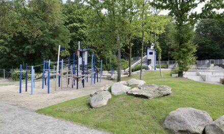 """Wasserspiel, Klettern und ab Herbst auch Pumptrack: Kinderspielplatz """"Vor dem Deich"""" im Südpark ist neu eröffnet"""