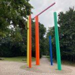Die Skulptur von Erich Reusch im Südpark erstrahlt in neuer Farbigkeit