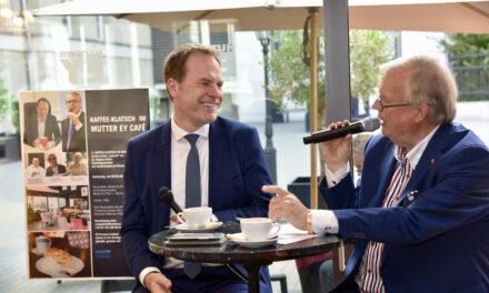 "4.Kaffee Klatsch im Mutter Ey Kunst-Kaffee — Heribert Klein ""klatschte"" mit Düsseldofs Oberbürgermeister Dr. Stephan Keller"